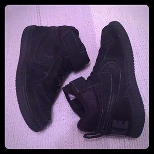 Boys Nike High Tops -BLK -SIZE 13